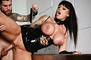 Jizz Enjoying Cougar Kerry Louise Sates Her Thirst For Pipe