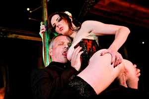 Blowjob Dancer Samantha Bentley Gives the VIP Approach