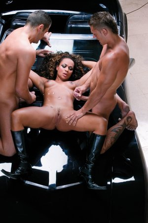 Luxurious black chick gets into  3some